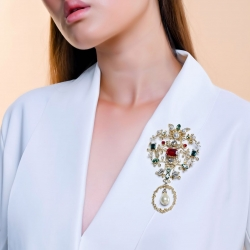 One of our favorite brooches from our royal vintage line! #epajewel ✨#inspiredbyvintagejewelry